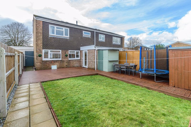 3 bed house for sale in Lingfield Walk 14
