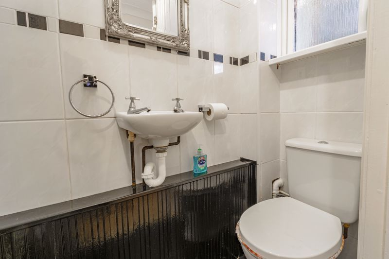 3 bed house for sale in Lingfield Walk 16