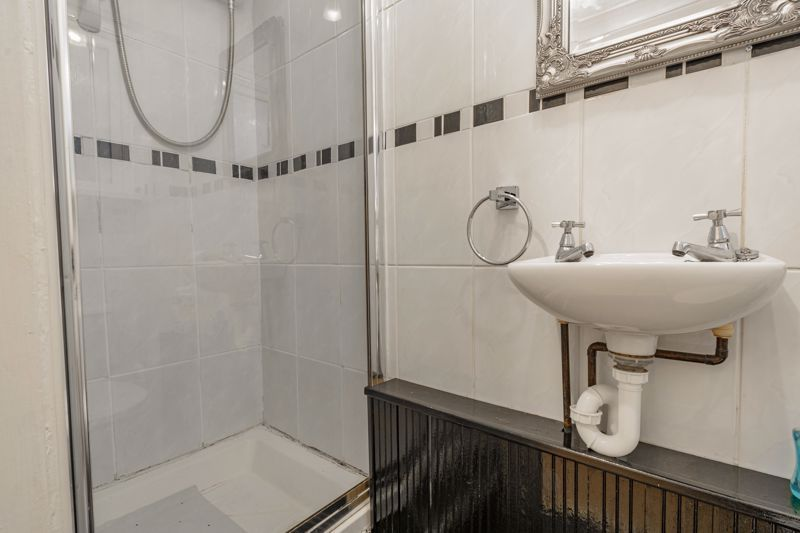 3 bed house for sale in Lingfield Walk 17