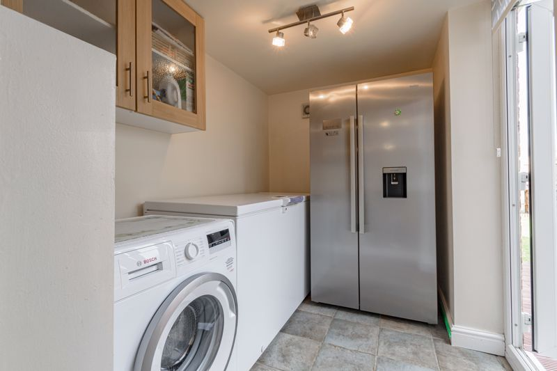 3 bed house for sale in Lingfield Walk 18