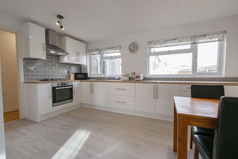 3 bed house for sale in Lingfield Walk 3