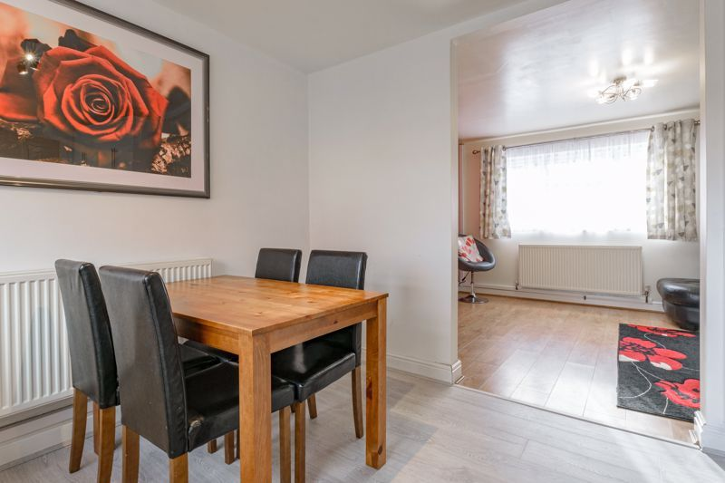 3 bed house for sale in Lingfield Walk 4