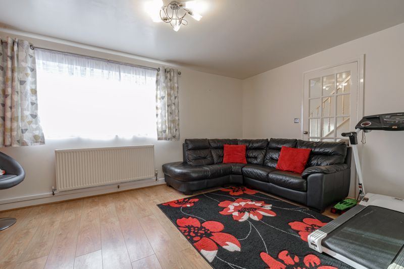 3 bed house for sale in Lingfield Walk 5