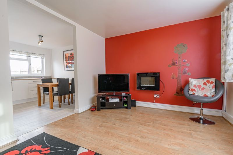 3 bed house for sale in Lingfield Walk 6