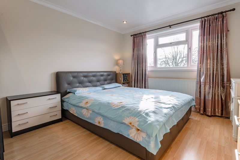 3 bed house for sale in Lingfield Walk 7