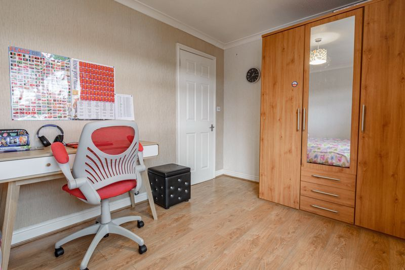 3 bed house for sale in Lingfield Walk 9
