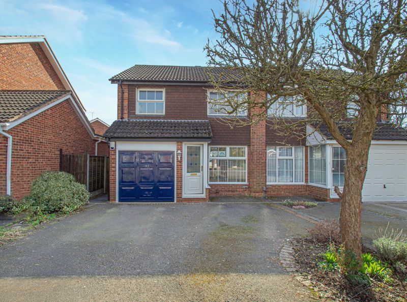 3 bed house for sale in Maisemore Close 1