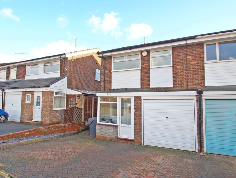 3 bed house to rent in Pennine Road 1