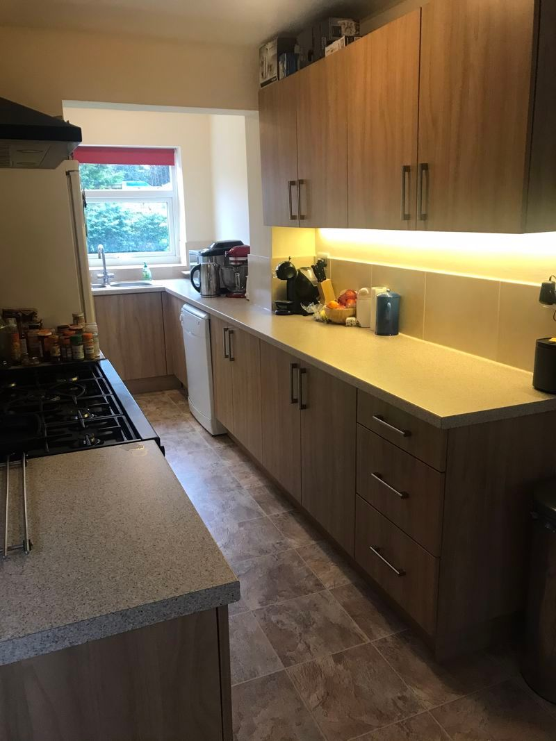 3 bed house to rent in Pennine Road 5