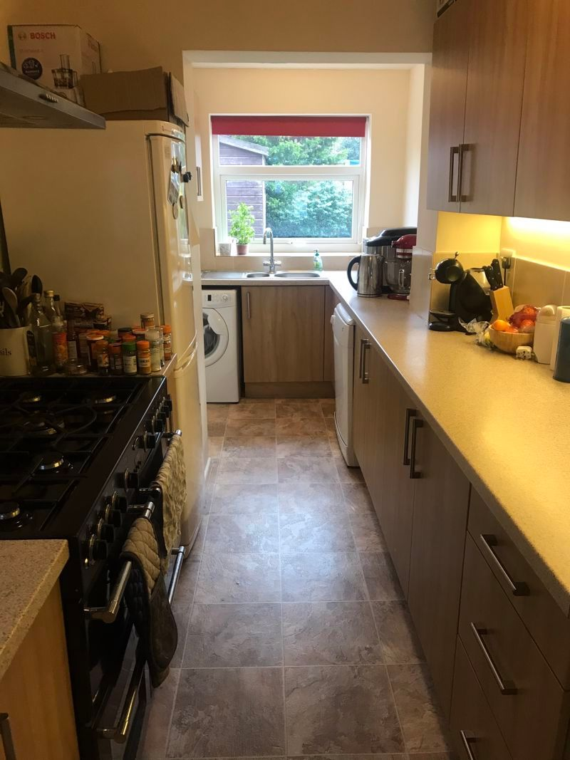 3 bed house to rent in Pennine Road 6