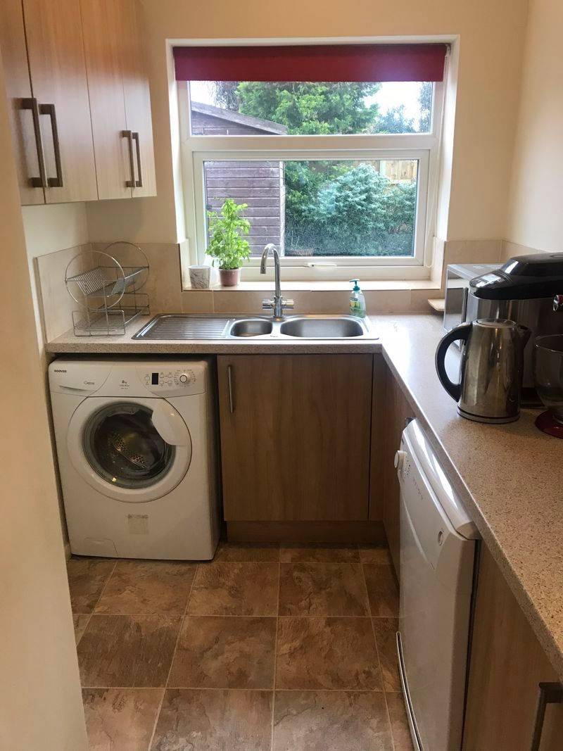 3 bed house to rent in Pennine Road 7
