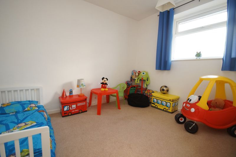 3 bed house to rent in Pennine Road 9