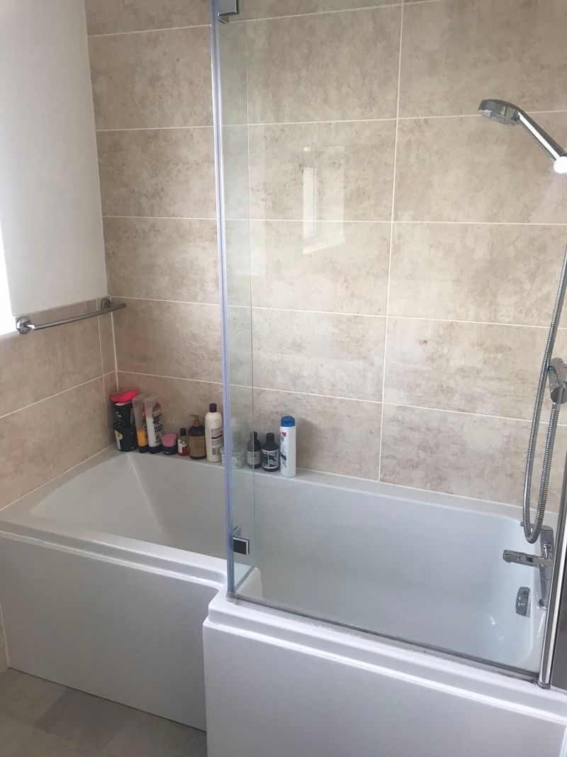 3 bed house to rent in Pennine Road 10