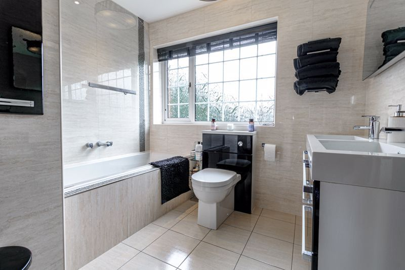 4 bed house for sale in Holbeache Road  - Property Image 12