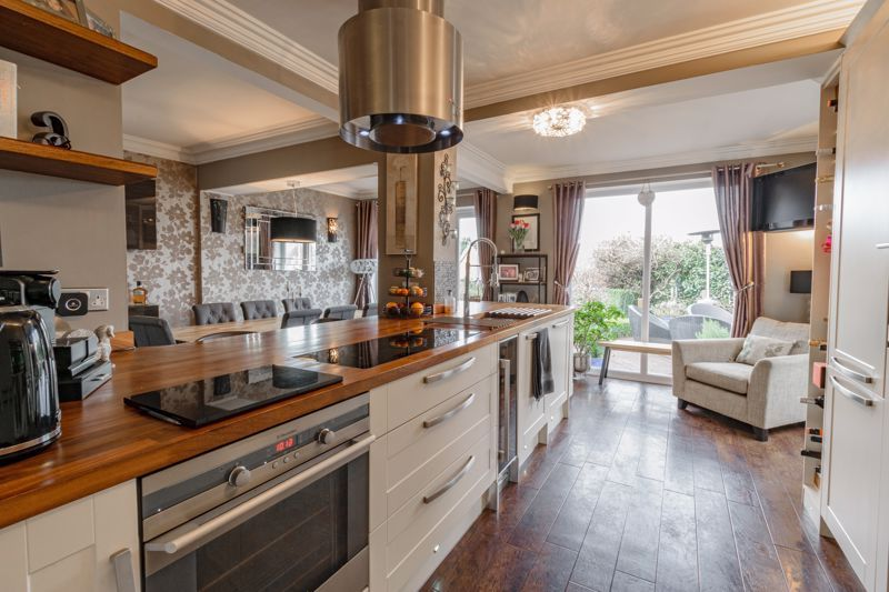 4 bed house for sale in Holbeache Road  - Property Image 5