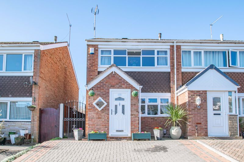2 bed house for sale in The Dell  - Property Image 1