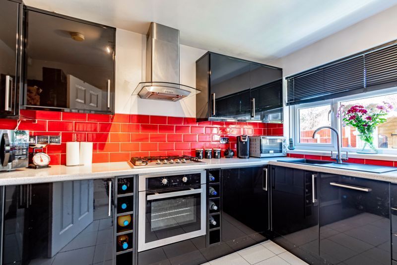 2 bed house for sale in The Dell  - Property Image 4