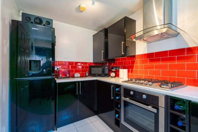 2 bed house for sale in The Dell 5