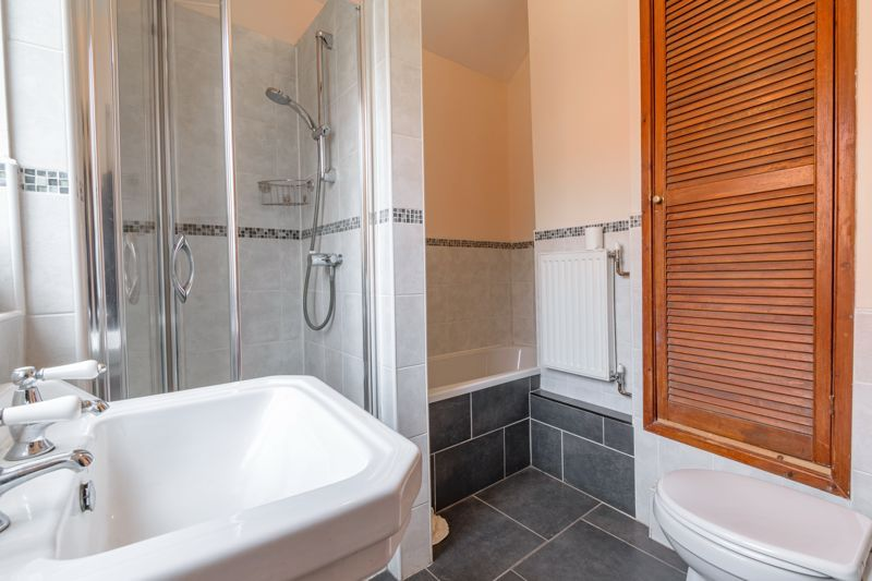4 bed house for sale in Sharpway Gate 11