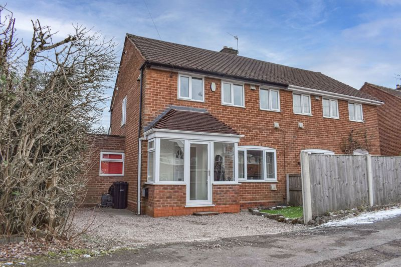 3 bed house to rent in Howley Grange Road 1