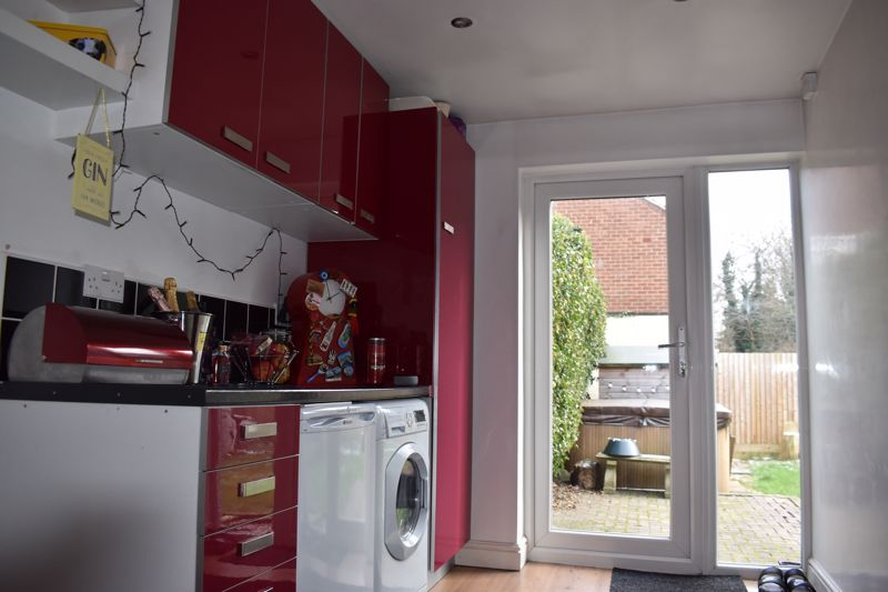 3 bed house to rent in Howley Grange Road 5