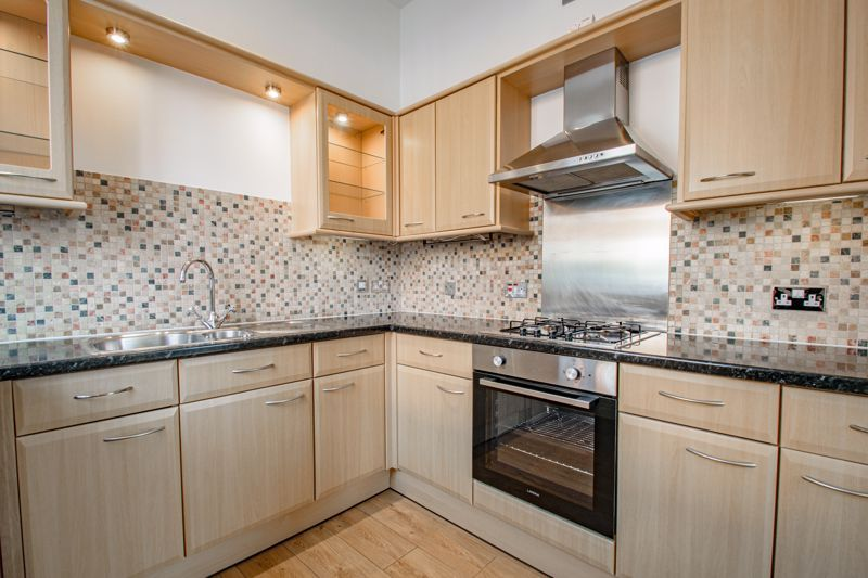 2 bed house for sale in Carlyle Road 4