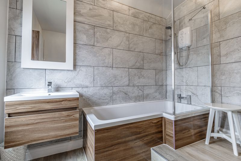 2 bed house for sale in Carlyle Road 10