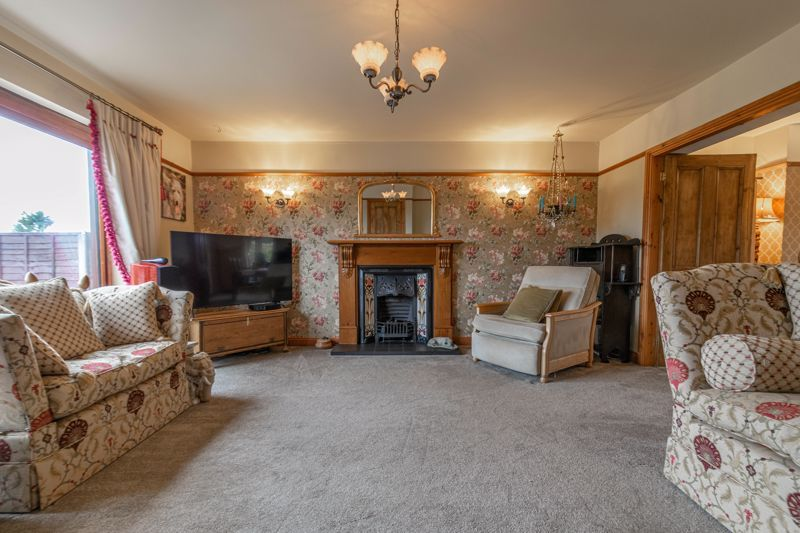 4 bed house for sale in Redditch Road 9