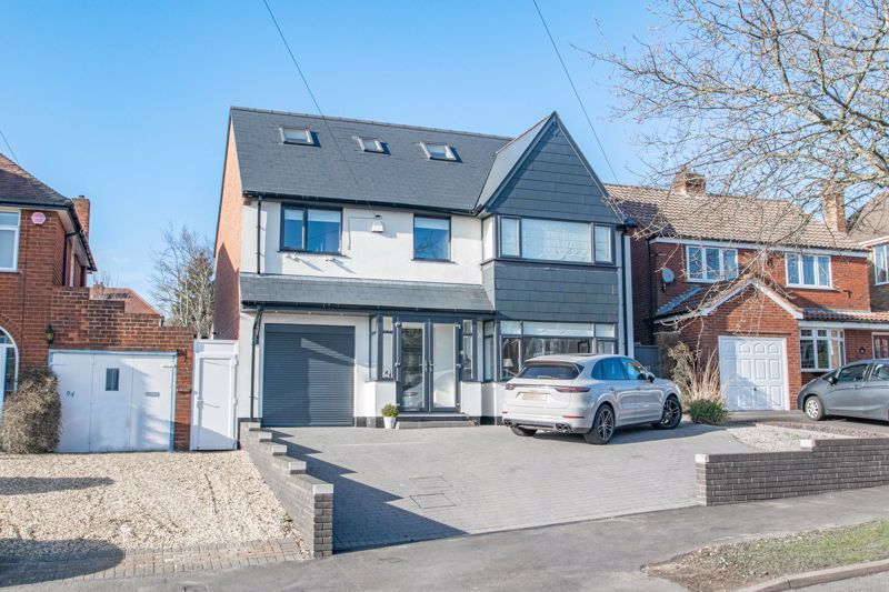 5 bed house for sale in Manor Abbey Road 1