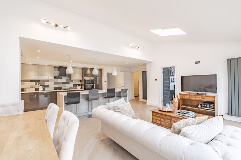 5 bed house for sale in Manor Abbey Road 15