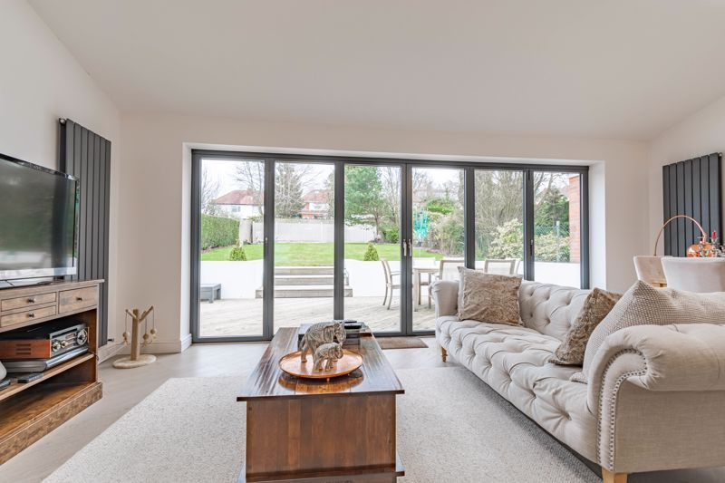 5 bed house for sale in Manor Abbey Road 16