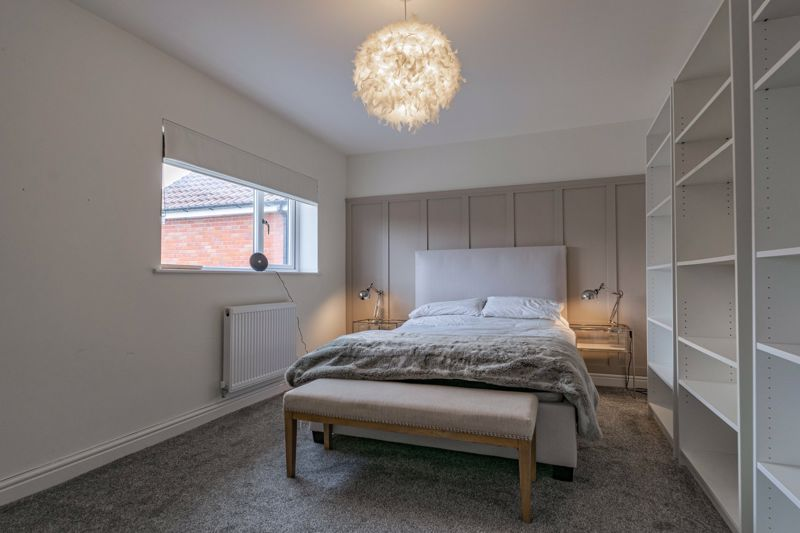 5 bed house for sale in Manor Abbey Road 19