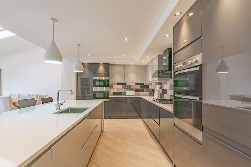 5 bed house for sale in Manor Abbey Road 4