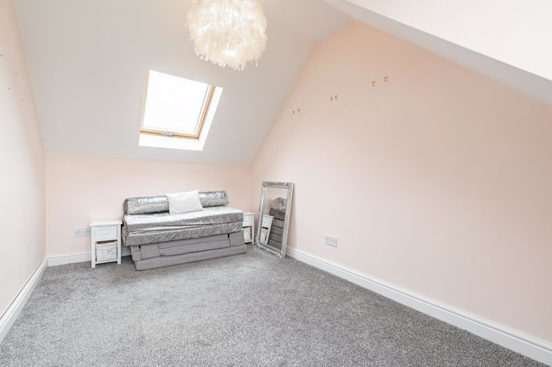 5 bed house for sale in Manor Abbey Road 8