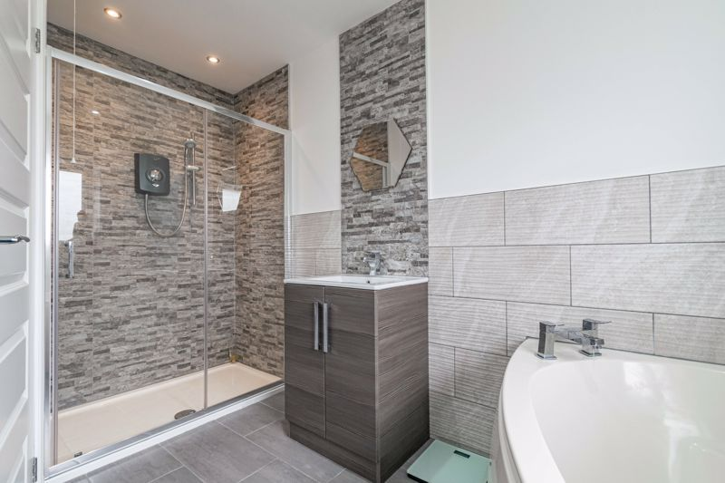 5 bed house for sale in Manor Abbey Road 9