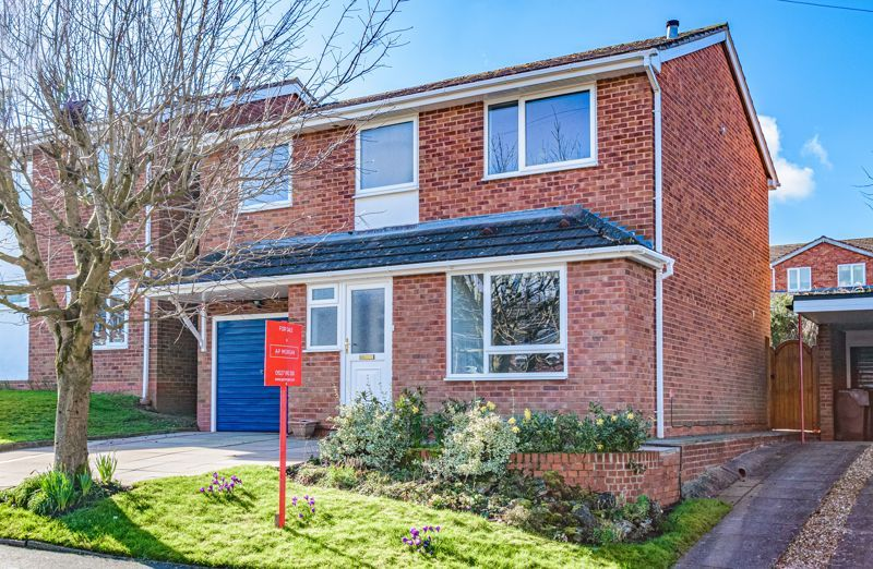 4 bed house for sale in Deansway 1