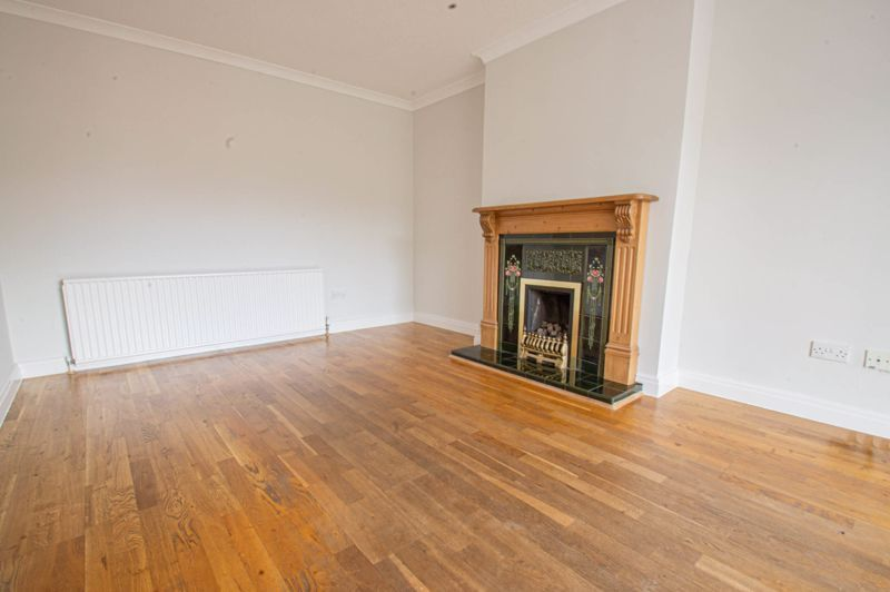 4 bed house for sale in Deansway 2