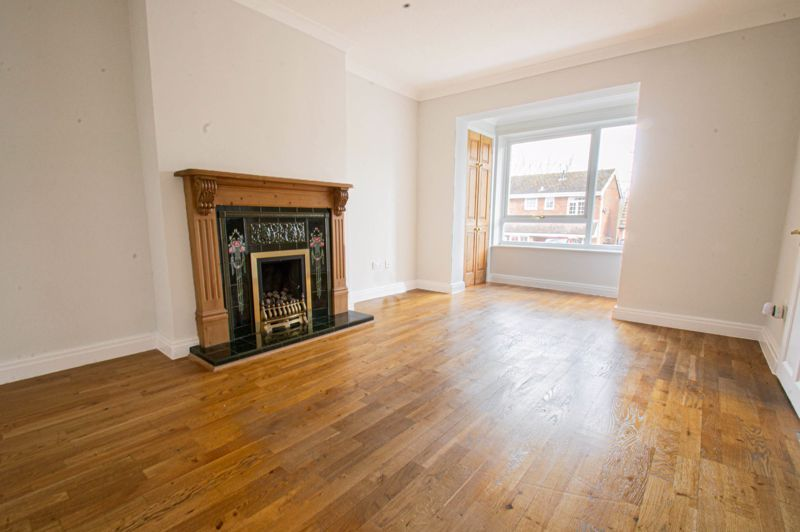 4 bed house for sale in Deansway 3