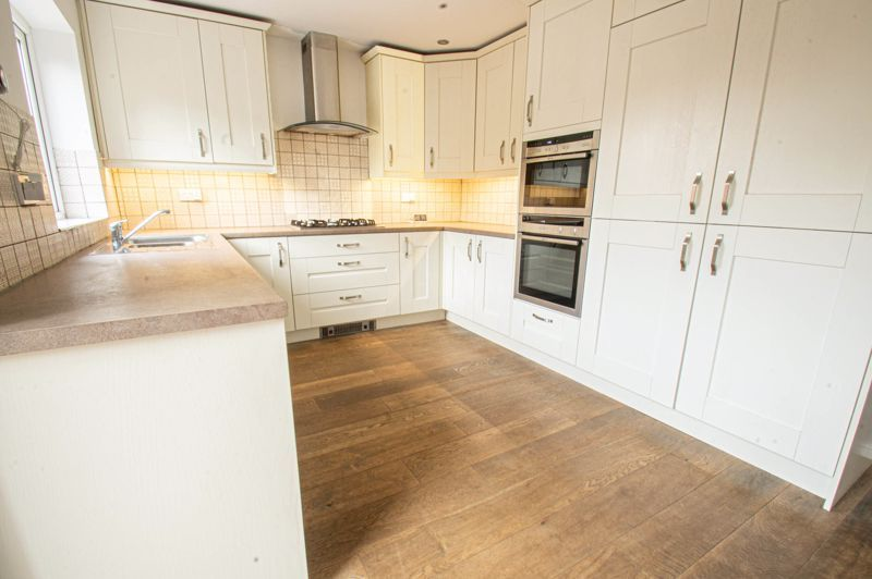 4 bed house for sale in Deansway 4