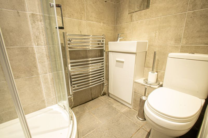 4 bed house for sale in Deansway 6