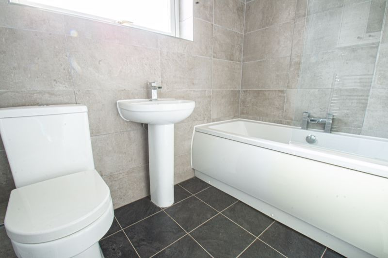 4 bed house for sale in Deansway 10