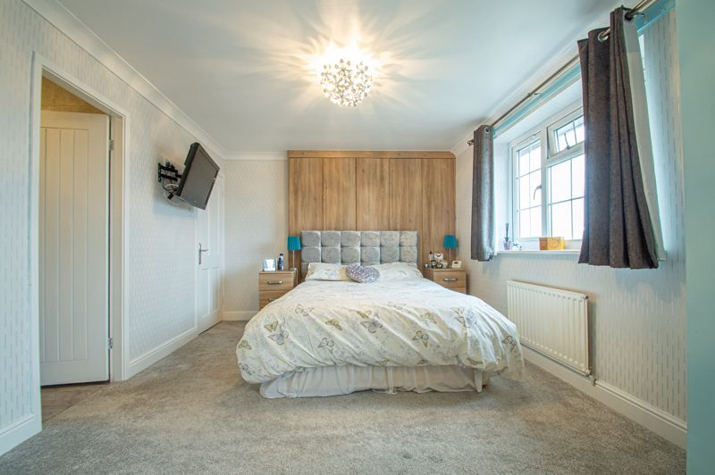 4 bed house for sale in Church Down Close 16