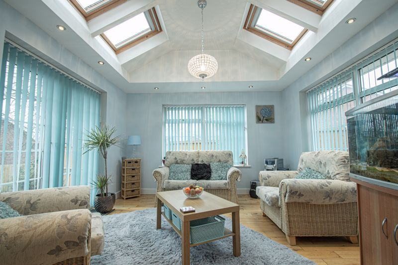 4 bed house for sale in Church Down Close 3