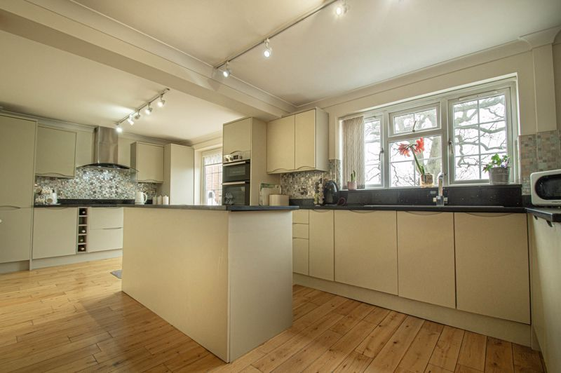 4 bed house for sale in Church Down Close 6