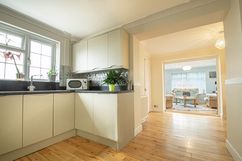 4 bed house for sale in Church Down Close 7
