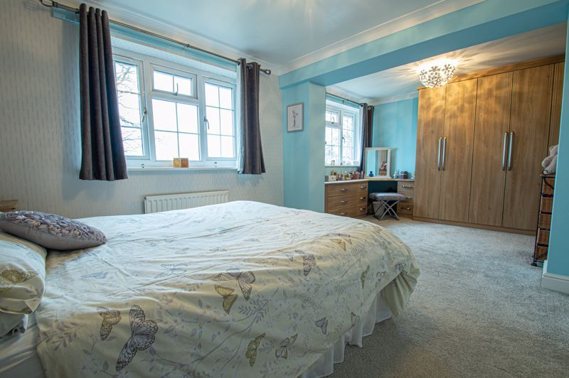 4 bed house for sale in Church Down Close 8
