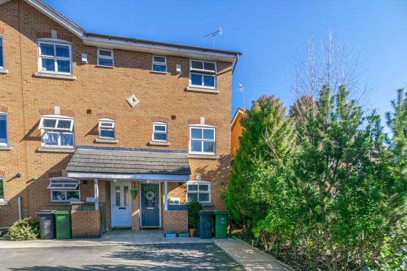 3 bed house for sale in Honeychurch Close - Property Image 1