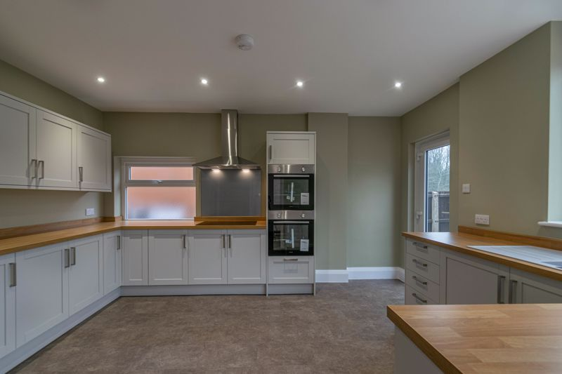 3 bed house for sale in Plymouth Close 2
