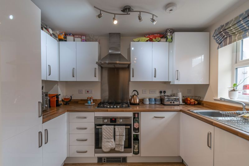 2 bed house for sale in Kemble Street 4