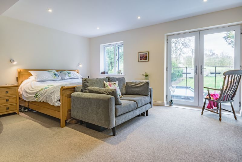 4 bed house for sale in Linthurst Newtown  - Property Image 20